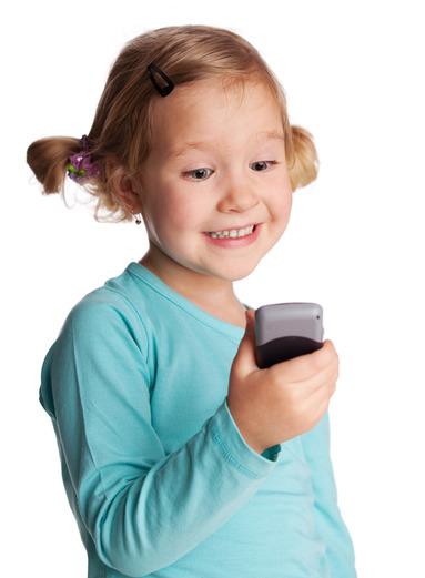 Barn med telefon