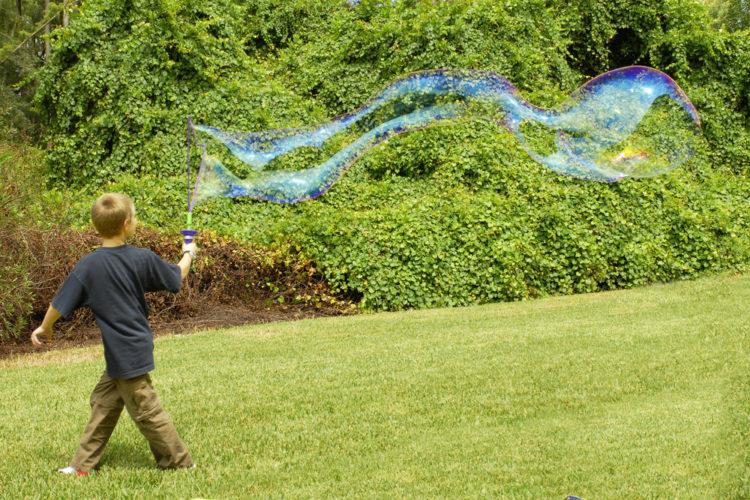 Roliga utomhusaktiviteter för små och stora barn